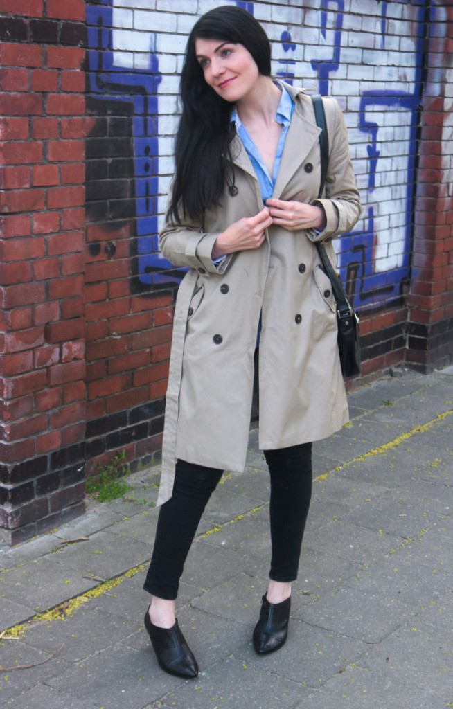Kiomi trenchcoat and shirt with joop shoulder bag and högl ankle boots