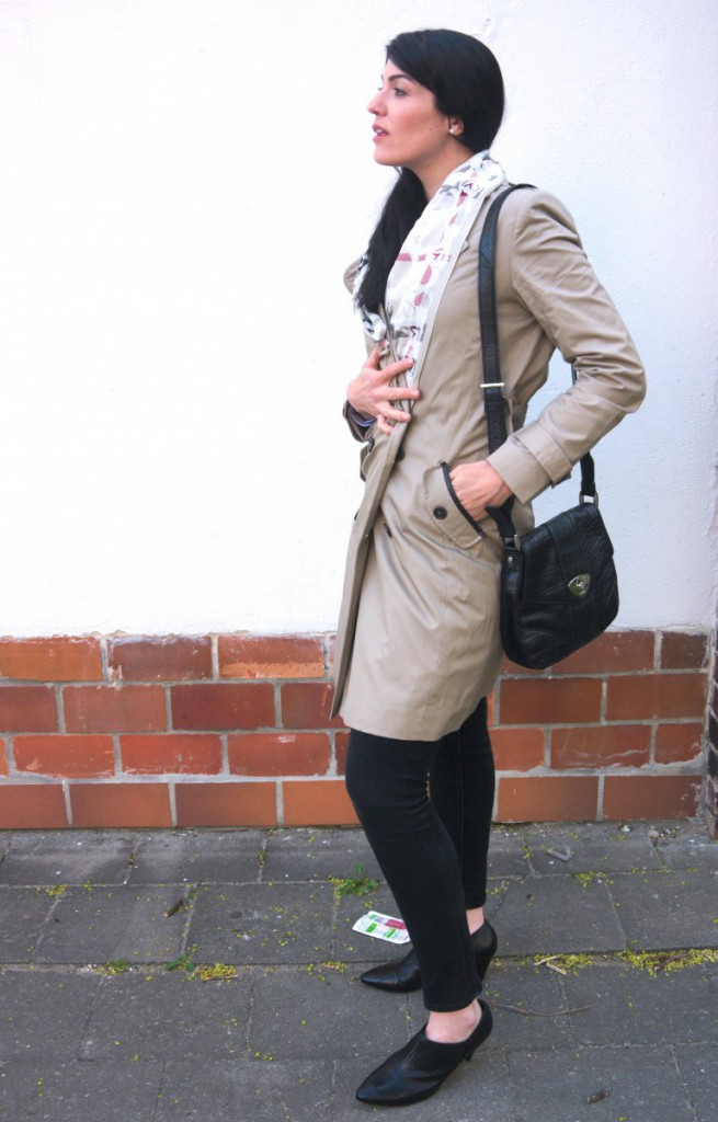 Kiomi trenchcoat and shirt with joop shoulder bag and hoegl ankle boots