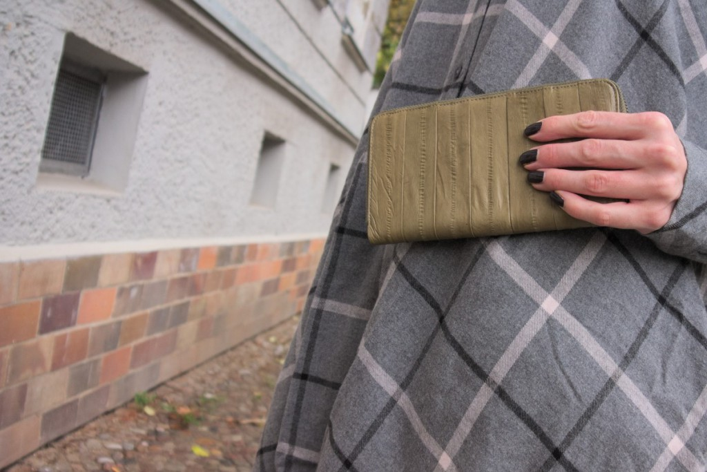 Outfit details with Essie Frock'n roll