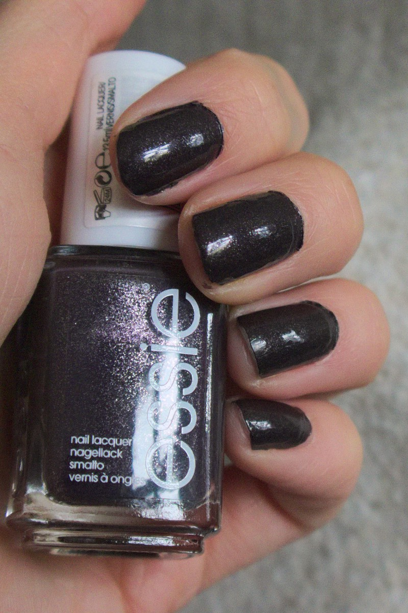 Nail Polish Review: Essie Frock\'n roll – Caliope Couture