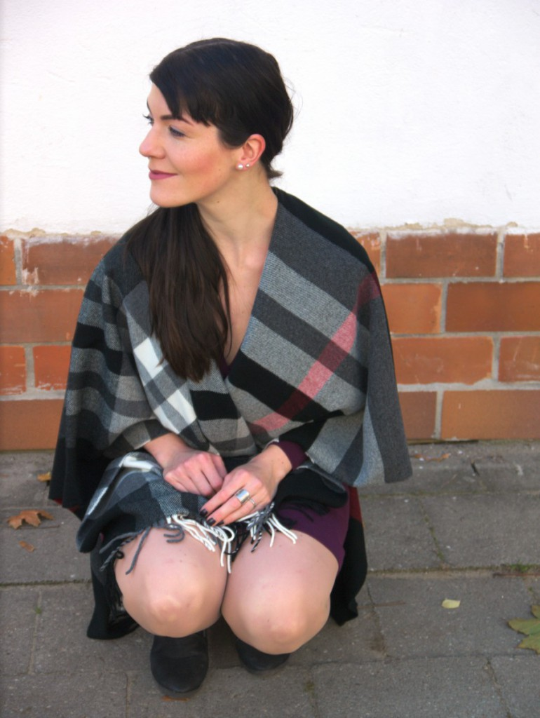 Fraas plaid cape