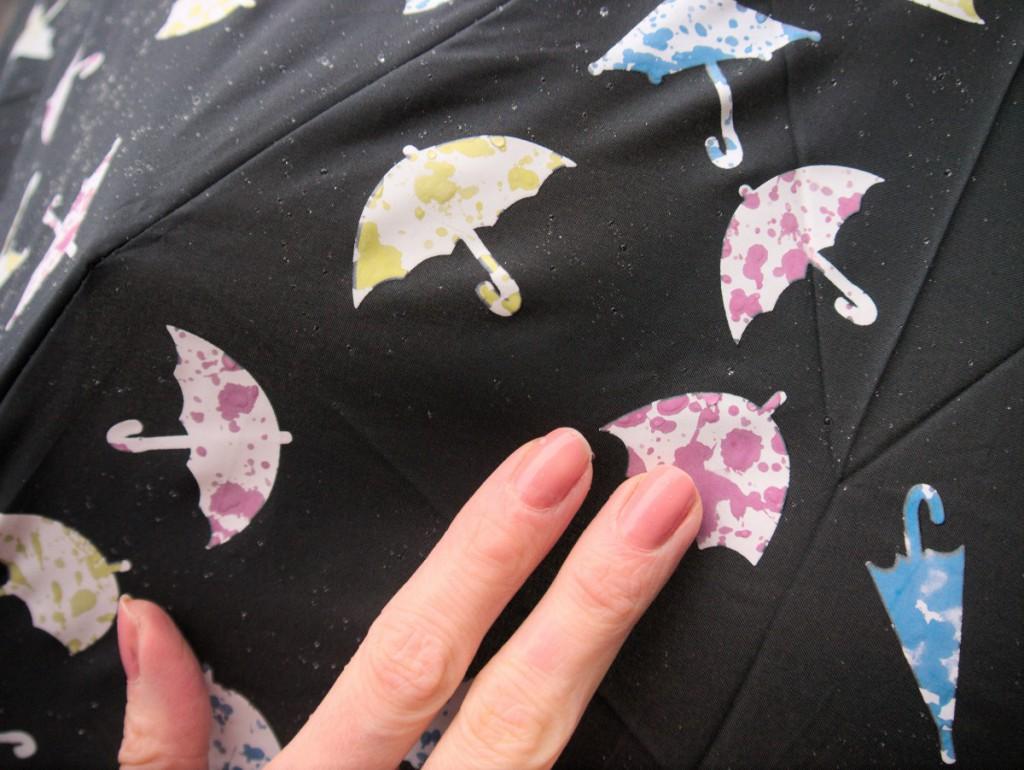 colour-changing umbrella