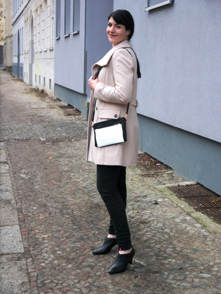 Winter white coat and Tchibo bag