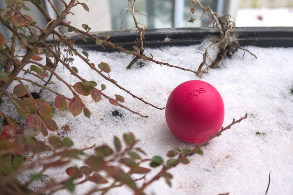 eos pomegranate raspberry sphere lip balm