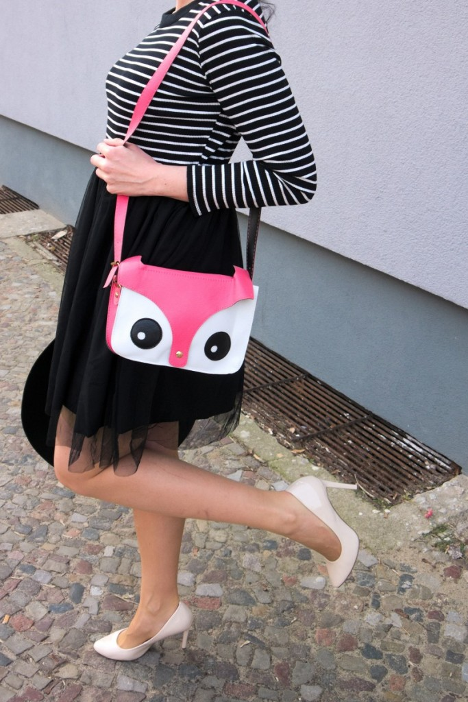 striped_pinup_dress_with_tulle_skirt_and_cute_pink_fox_bag_and _cream_heels_in_Berlin_street