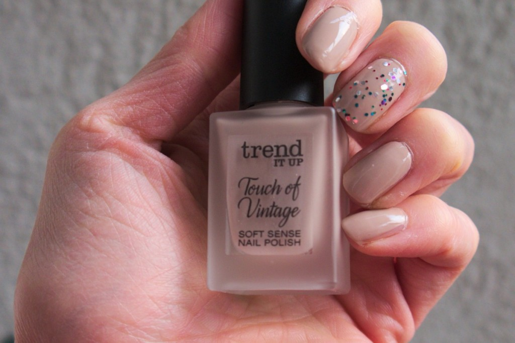 trend IT UP nail polish touch of vintage 030 beige with glossy finish