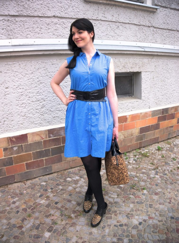 broderie anglaise dress and cork bag
