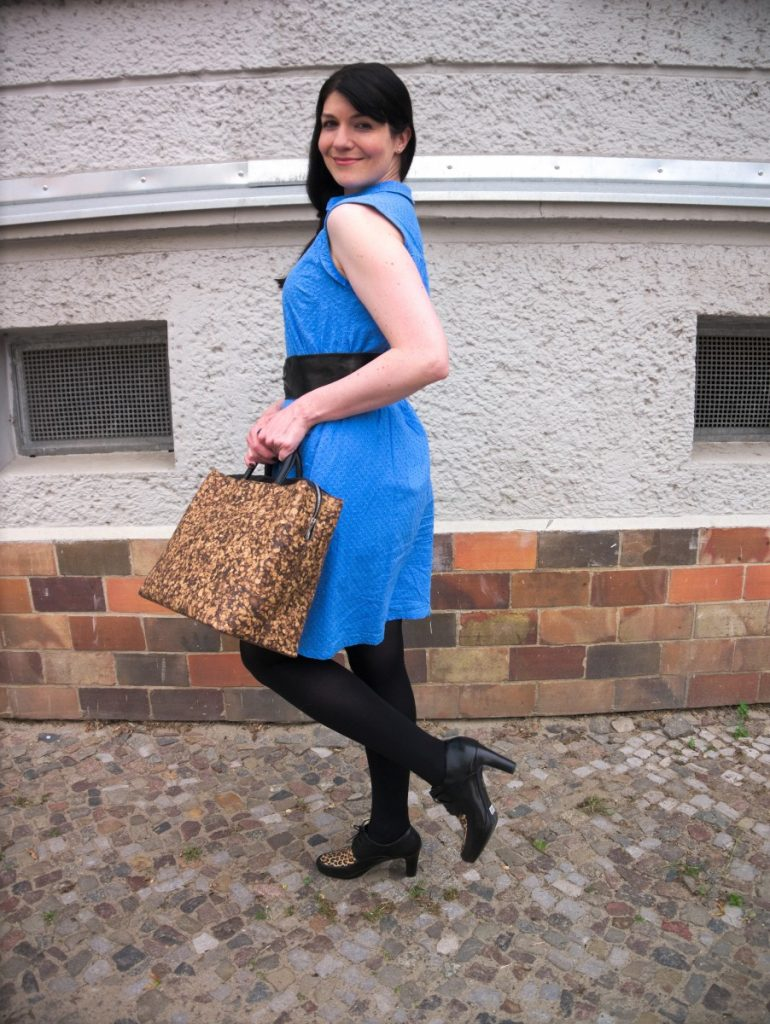 retro broderie anglaise dress and cork bag