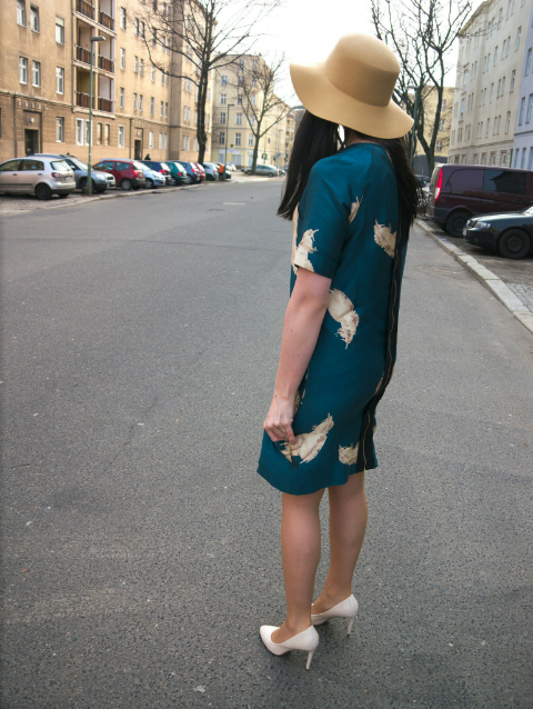 vintage teal feather dress and camel hat