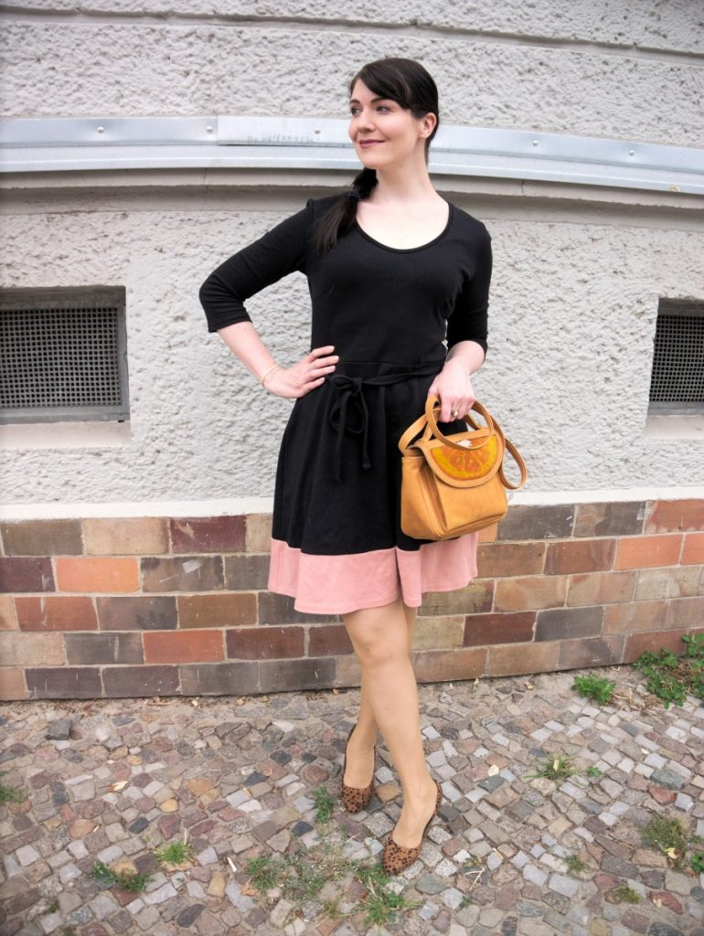 black jersey dress and orange sarah's bag