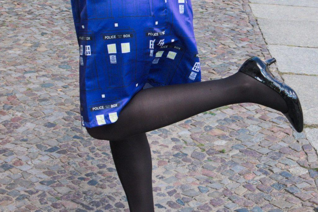 cobalt blue Tardis skirt and kitten heels
