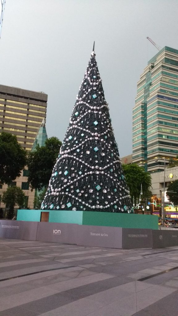 The Tiffany & Co Christmas tree Ion Orchard 2016