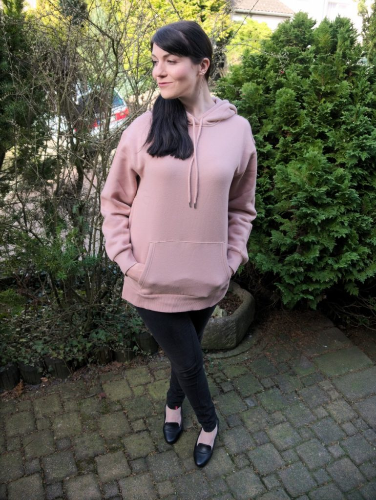 light pink athleisure spring outfit
